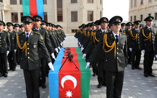 Daxili Qoşunların hərbi qulluqçularının maaşı artırıldı
