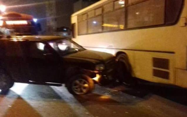 Bakıda avtobus qəza törətdi, yolda tıxac yarandı