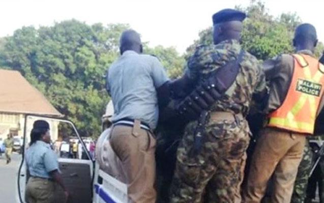 Hakim futbolçunu öldürdü, komandanın azarkeşləri kəndi yandırdı