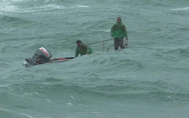 Fırtınaya düşən balıqçılar xilas edildi