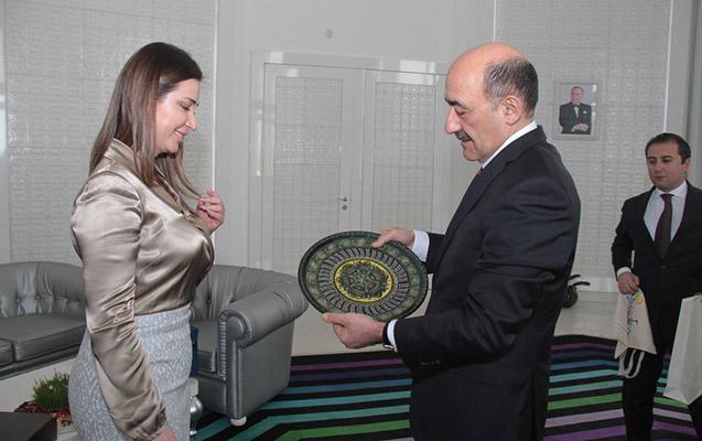 Əbülfəs Qarayev həmkarı ilə görüşdü