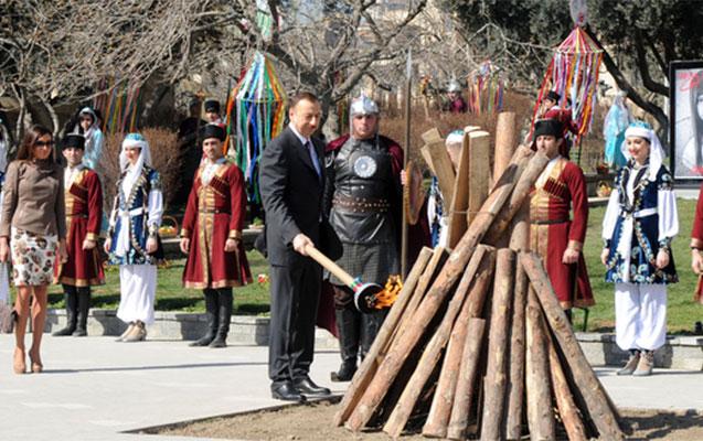 İlham Əliyev bayram tonqalını yandırdı