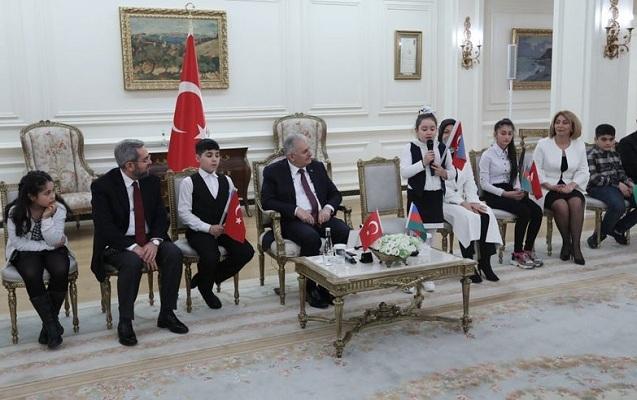 Binəli Yıldırım azərbaycanlı şəhidlərin övladları ilə görüşdü