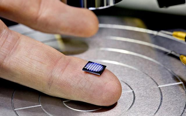 Dünyanın ən kiçik kompüteri təqdim edildi