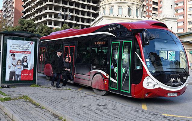 Avtobus gözləyəndə diqqətli olun!
