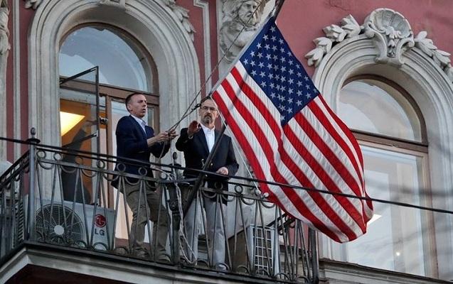 ABŞ bayrağı belə söküldü - Rusiya cavab verdi - Video