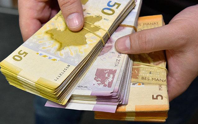 Əhalinin banklardakı pulu 8 milyardı ötüb