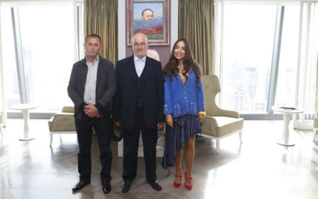 Leyla Əliyeva azərbaycanlı döyüşçünün əşyalarını qohumuna verdi