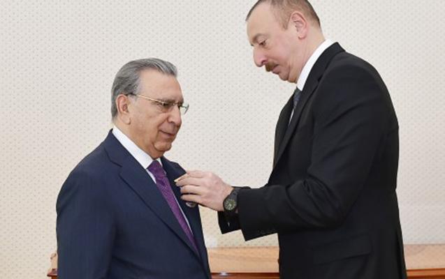 """Prezident Ramiz Mehdiyevi təbrik etdi - """"Şöhrət"""" ordeni verdi"""