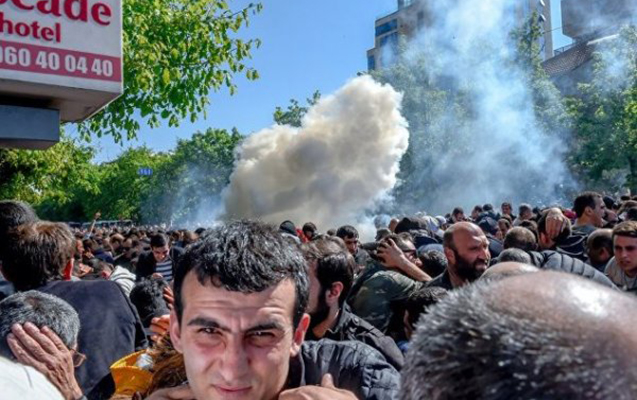 """İrəvanda etirazçılar polisin """"dur"""" əmrinə tabe olmadı"""