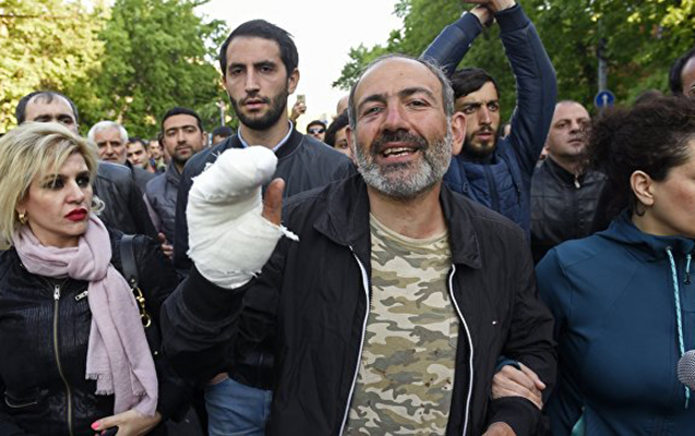 """Ermənistanda müxalifət """"məxməri inqilab"""" elan etdi - Dövlət binaları blokadada"""