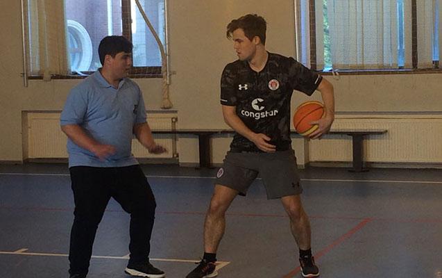 Karlsen Şəmkirdə basketbol oynadı