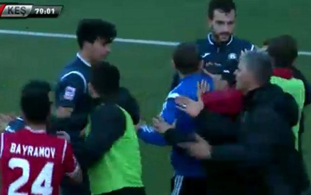 """""""Keşlə""""nin məşqçisi rəqib futbolçunu vurdu"""