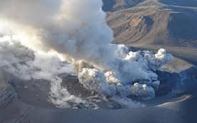 Yaponiyada vulkan 250 il sonra püskürdü