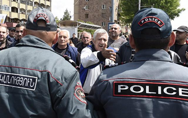 Aİ Ermənistandan saxlanılan etirazçıların azad olunmasını tələb edir