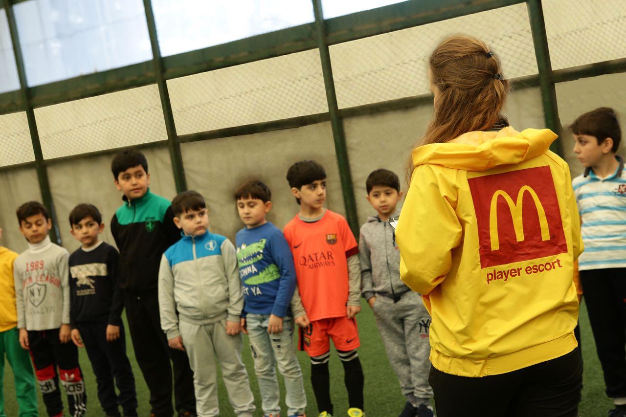 """McDonald's-dan """"Futbol ulduzu ilə meydançaya çıx!"""""""