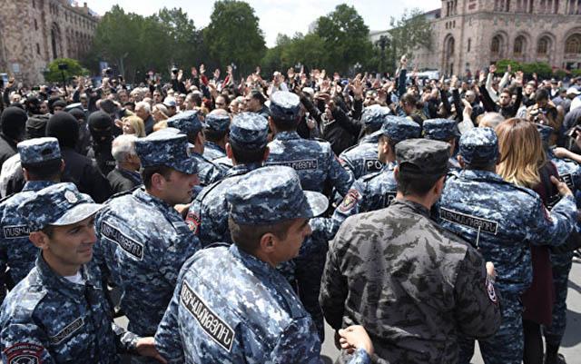 Yerevanda mitinqdə 36 yaşlı kişi ölüb
