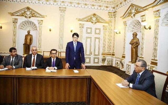 Ramiz Mehdiyev yeni sədri kollektivə təqdim etdi