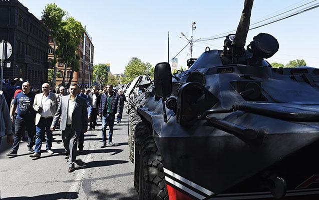 Yerevanın mərkəzinə xüsusi texnika yeridildi