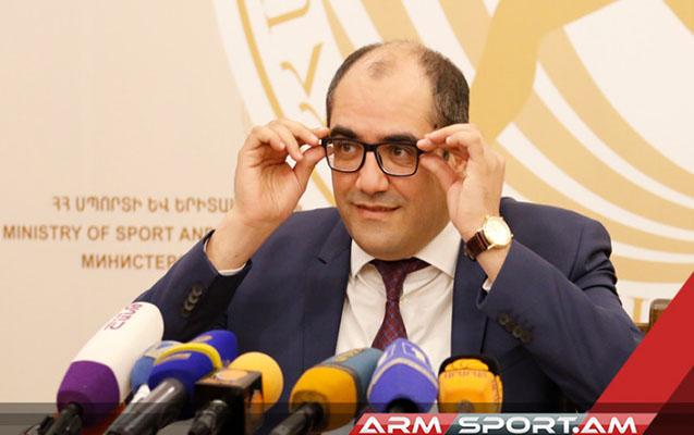 Ermənistanda nazir istefa verdi, etirazçılara qoşuldu