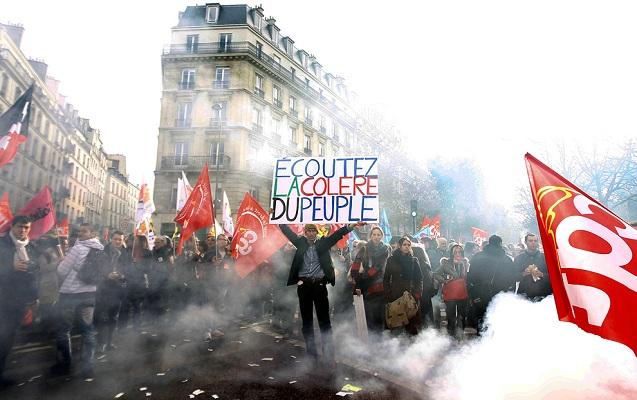 Fransada etirazçılar hər gün 2 milyard dollar ziyan vurur