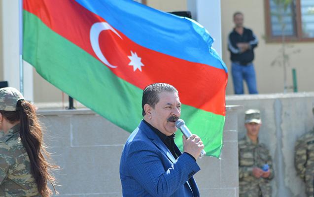 Tanınmışlar əsgərlərə konsert verdi