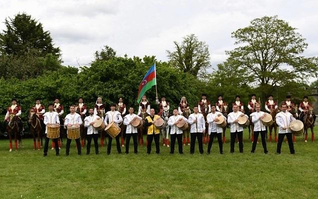 Azərbaycan nümayəndə heyəti Britaniya Kraliçası ilə görüşdü