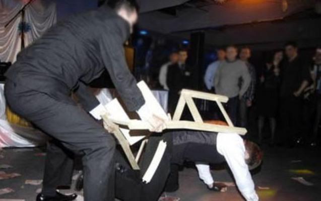 Azərbaycanda məktəb direktoru toyda döyüldü