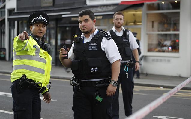 "Londonda silahlı şəxs ""McDonalds""da adamları girov götürüb"