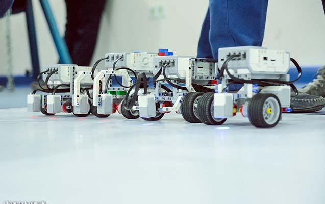 Qərbi Kaspi Universitetində robotlar yarışıb