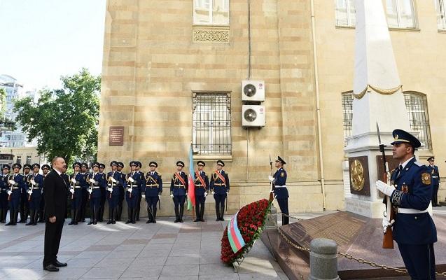 Prezident Azərbaycan Xalq Cümhuriyyəti abidəsini ziyarət etdi