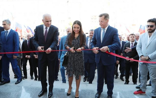 Rusiyada Azərbaycan Biznes Mərkəzi açıldı - Rəsmilər bir arada