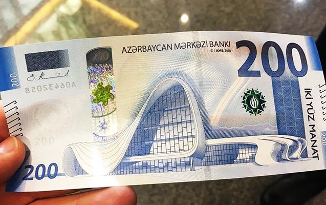 Baş bankir 200 manatdan danışdı