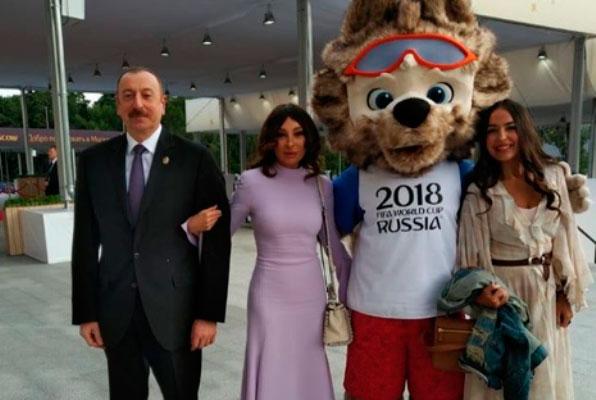 Prezident xanımı və qızı ilə çempionatın açılış mərasimində