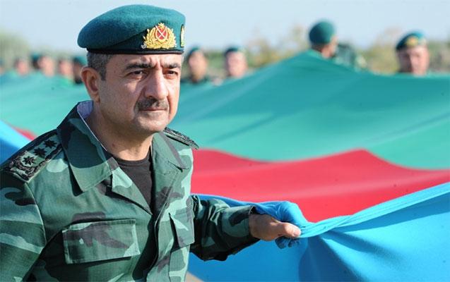 General 2 kilometrlik bayraq daşıdı