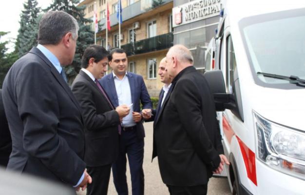 Heydər Əliyev Fondundan Gürcüstana maşın hədiyyəsi