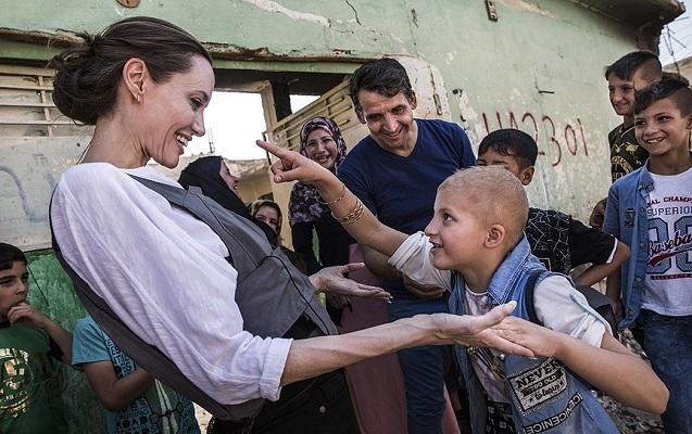 Ancelina Coli İŞİD zülmünə məruz qalanları ziyarət etdi