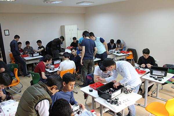 Qərbi Kaspi Universitetinin məktəblilərlə görüşü