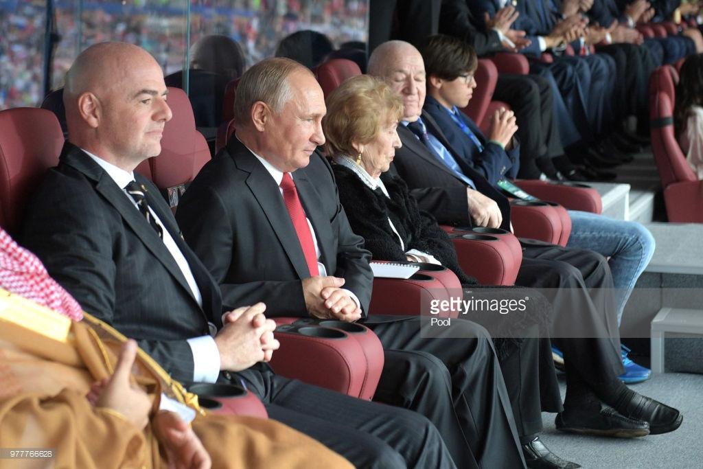 Putin futbolçuları təbrik etdi