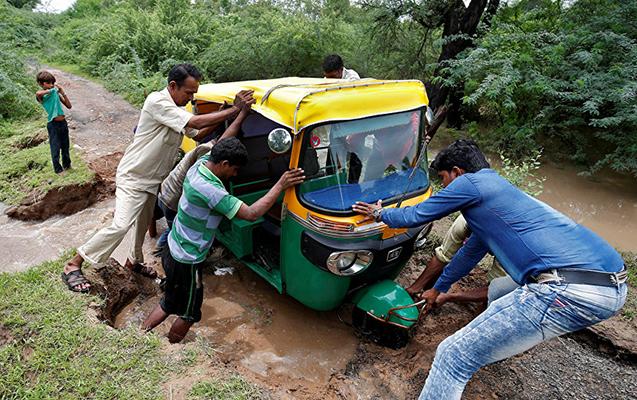 Hindistanda yasa gedən bir ailənin 15 üzvü qəzada ölüb