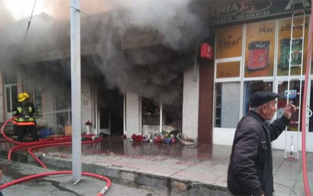 Mağazanı soydu, sonra yandırdı