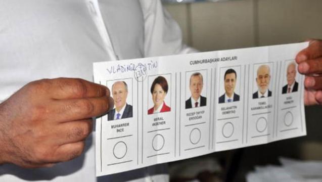 Antalyada seçki qutusundan Putinin adı çıxdı