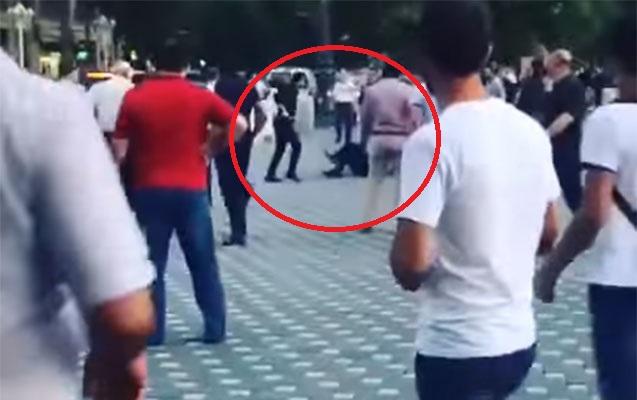 Gəncədə polisin öldürülmə anı - Video