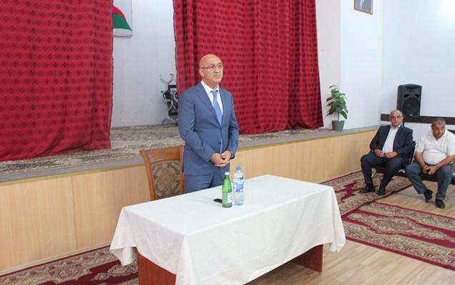 Arif Qasımov sakinlərin problemlərini dinlədi