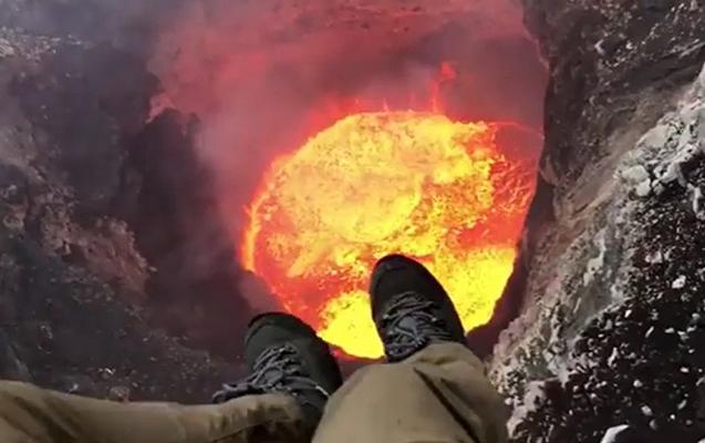 Pilot vulkan gölünü ən yaxın məsafədən çəkdi