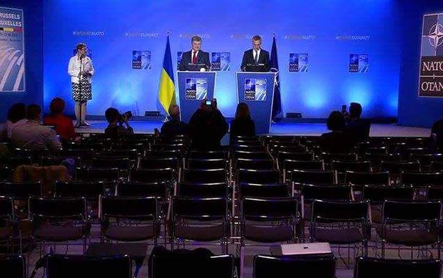 Poroşenko NATO-da boş zal üçün çıxış edib