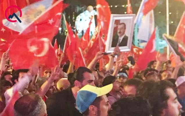 İstanbul mitinqində İlham Əliyevin fotolarını qaldırdılar