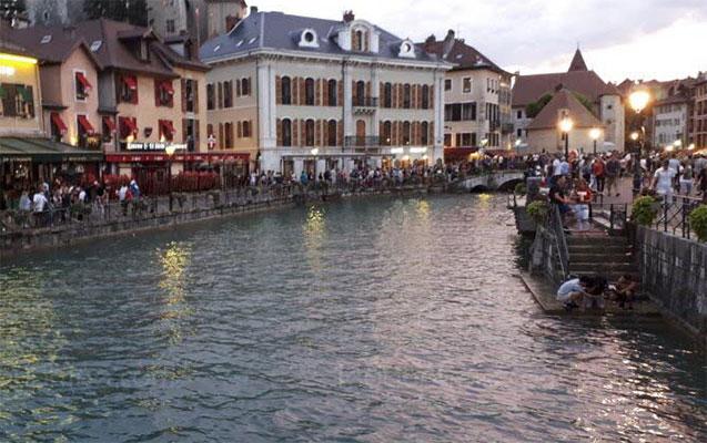 Fransanın çempionluğu 2 azarkeşin ölümünə səbəb oldu