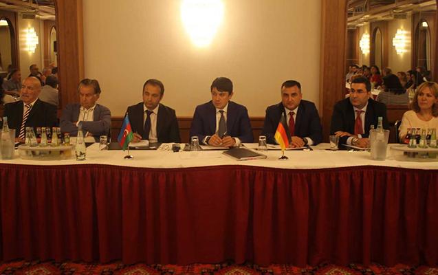 Fuad Muradov azərbaycanlı iş adamları ilə görüşüb