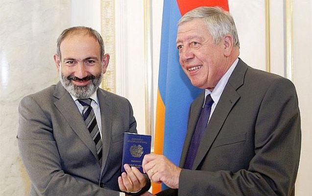 Fransız deputat Ermənistan vətəndaşı oldu